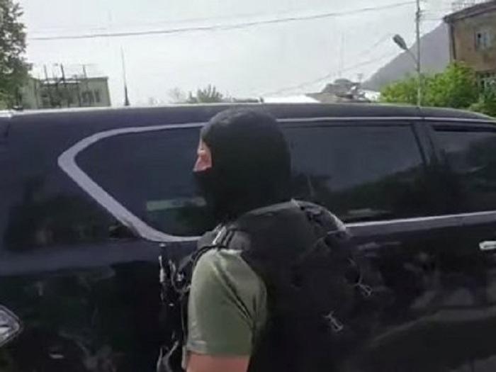 Pashinyan deja Mehri debido a las protestas