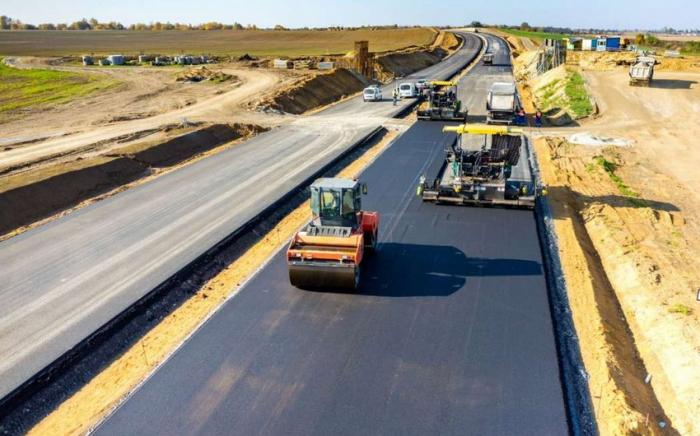 Se asignaron 5 millones de manats para la construcción de carreteras en Hajigabul