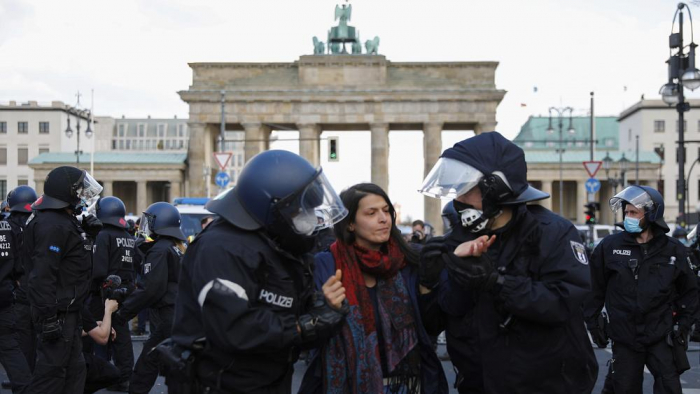 Protest in Berlin as Germany scrambles to pass national virus law -  NO COMMENT