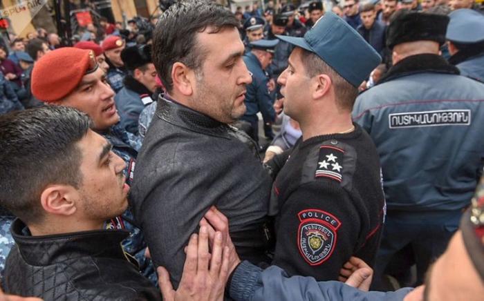 İrəvanda qarşıdurma: 14 etirazçı saxlanıldı -  VİDEO (YENİLƏNİB)