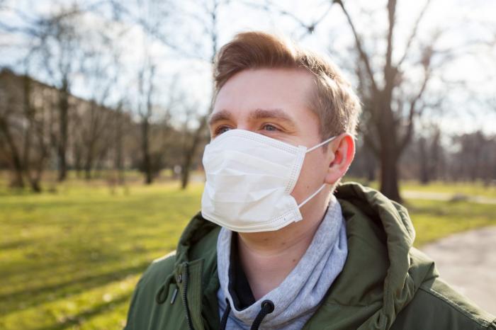 When should you wear a mask outside? -  iWONDER