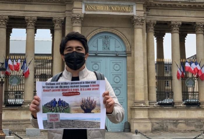 Parisdə Ermənistana qarşı fərdi etiraz aksiyası