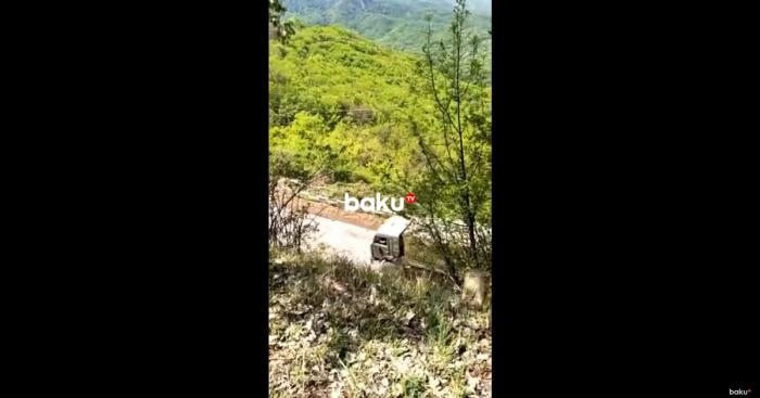 Armenische Militärfahrzeuge verlassen Hankendi -   VIDEO