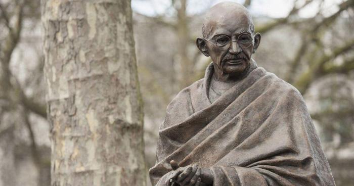 Armenische Vandalen entweihen erneut die Statue von Mahatma Gandhi in Eriwan