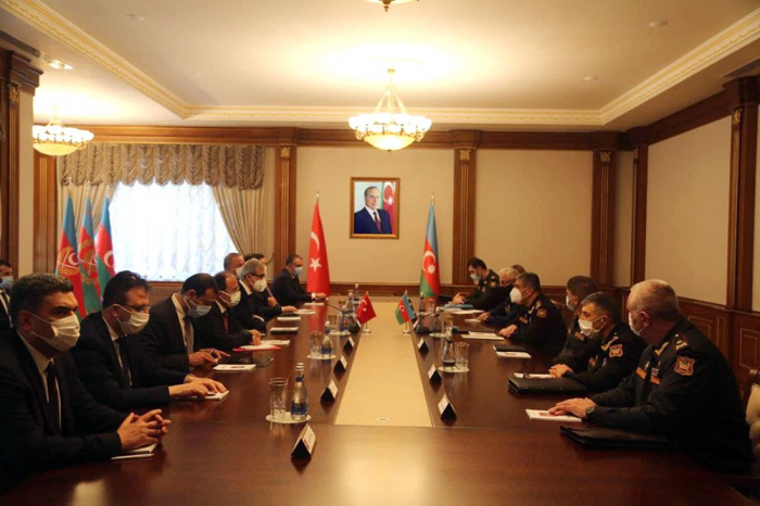 Azerbaijani defense minister meets high-ranking delegation from Turkey