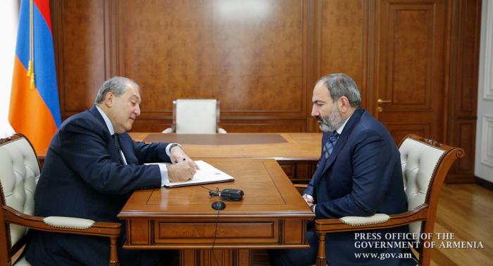 Sarkisyan Paşinyanın istefasını qəbul etdi