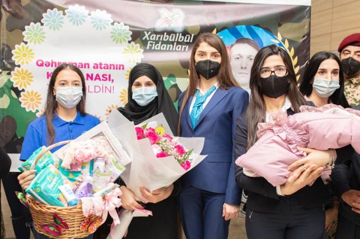 """El Fondo """"Yashat"""" abre una cuenta bancaria para el recién nacido del mártir azerbaiyano"""
