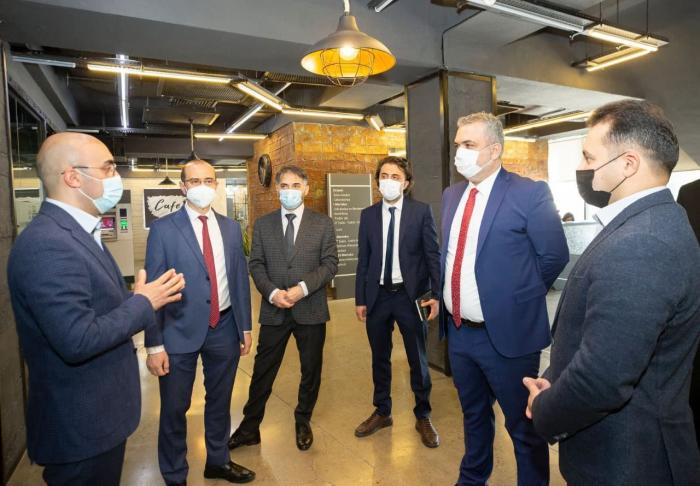 Des représentants de haut rang des pays turcophones visitent le Service ASAN -   PHOTO