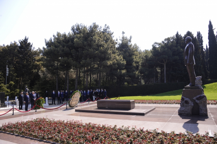 Iraqi parliamentary delegation pays respect to national leader Heydar Aliyev and Azerbaijani heroes
