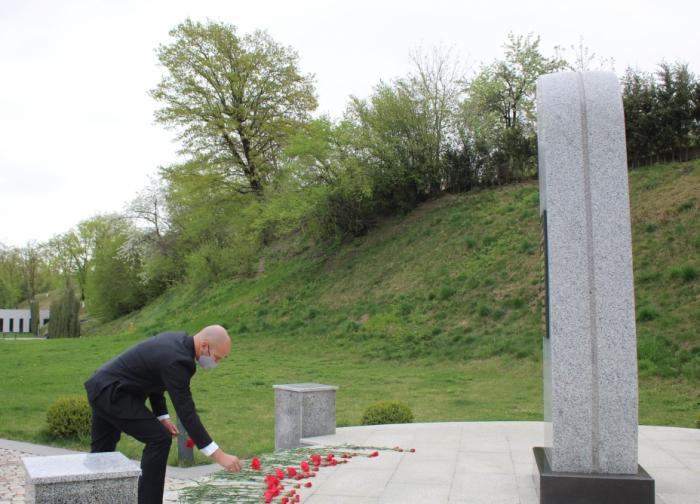 Israeli diplomat visits Guba Genocide Memorial Complex
