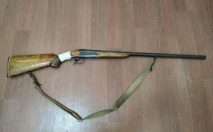İki nəfərdən sənədi olmayan silahlar götürülüb