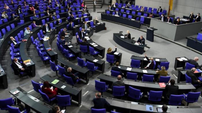 Debatte über Nachtragshaushalt mit weiteren Schulden
