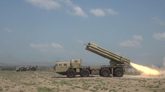 Raket-artilleriya batareyalarının təlimləri keçirilir -    VİDEO