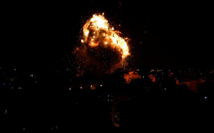 الجيش الإسرائيلي يستهدف عدة مواقع للفصائل الفلسطينية المسلحة في قطاع غزة