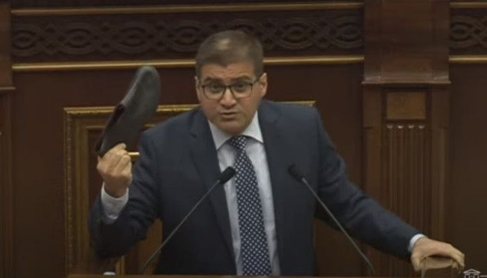 Erməni deputat Rusiya ordusunu qaloşla müqayisə etdi -  VİDEO