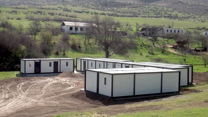Azad olunmuş ərazilərdə modul tipli yataqxanalar quraşdırılır -    VİDEO