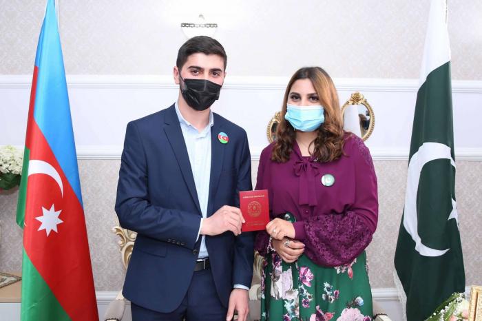 Graduate of Baku Higher Oil School marries Pakistani student from same university
