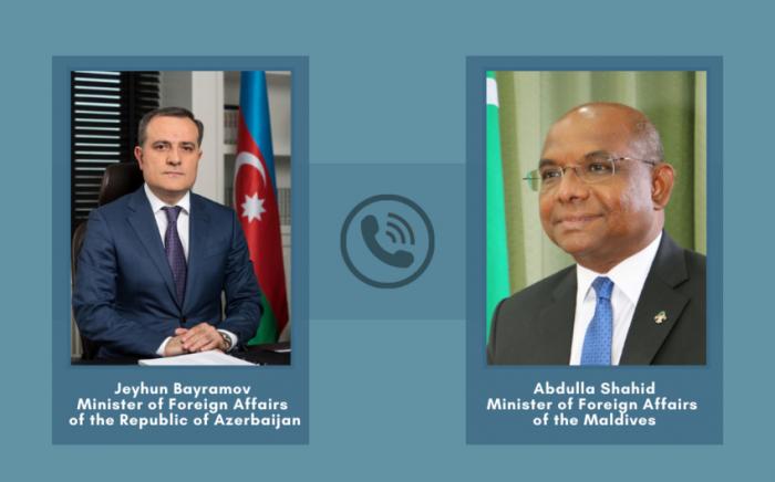Los titulares de Exteriores de Azerbaiyán y Maldivas sostuvieron una conversación telefónica