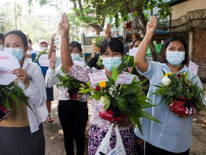 """Des opposants au régime militaire birman organisent une """"grève du silence"""""""