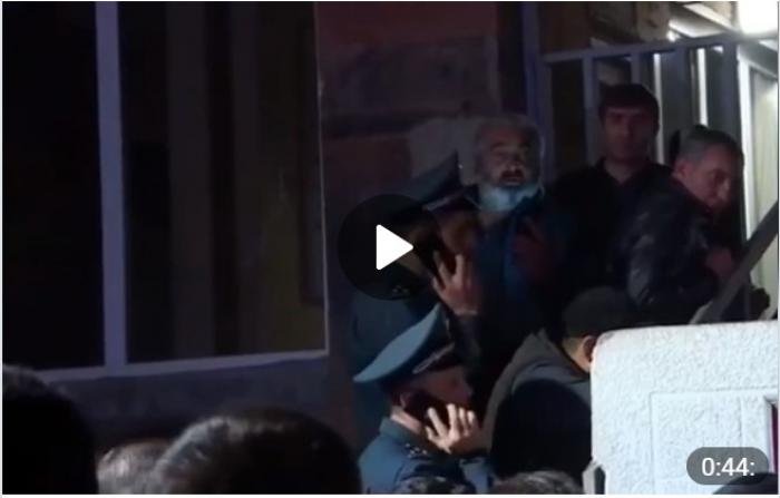 Erməni generallar Müdafiə Nazirliyindən qaçdılar -   VİDEO