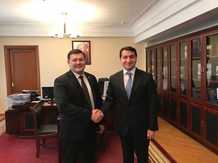 حكمت حجييف يلتقي بمسؤول كازاخستاني