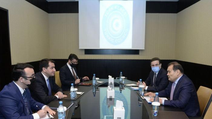 Hikmet Hajiyev meets with Turkic Council