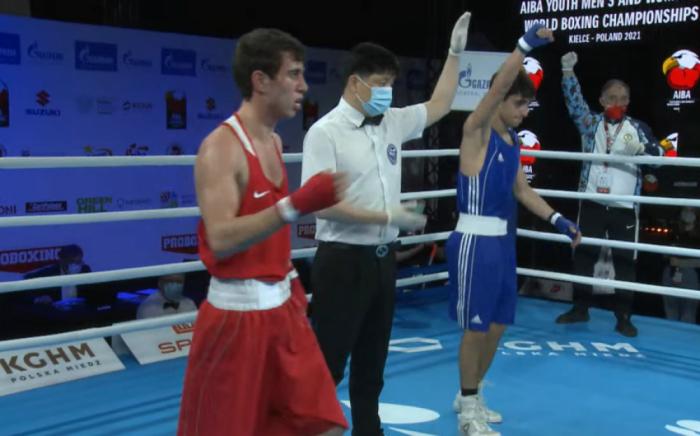 Un boxeador azerbaiyano derrota a un rival armenio en el Campeonato Mundial Juvenil de la AIBA 2021