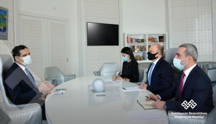 Se discuten el desarrollo de las relaciones culturales entre Azerbaiyán y Turquía