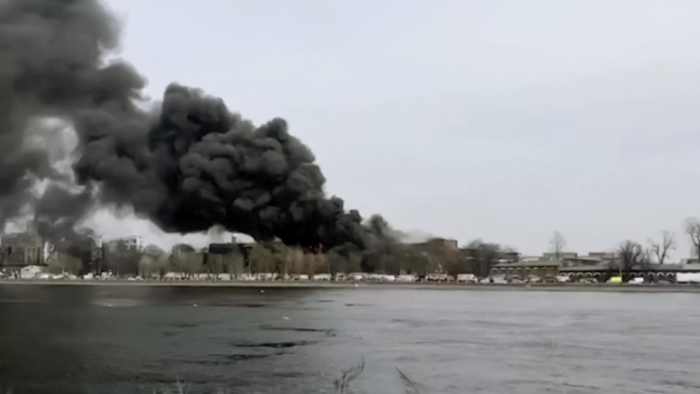 Al menos un muerto en un incendio en una fábrica de San Petersburgo fundada en 1841