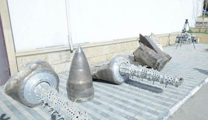 Les restes de missile «Iskander-M» dans leParc des butins de guerre à Bakou