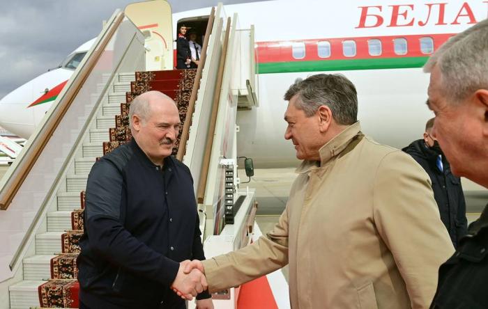 Lukaşenko Rusiyada səfərdədir