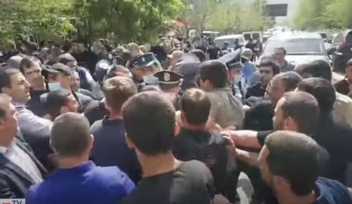 Paşinyan Zəngəzurda etirazla qarşılandı -  VİDEO