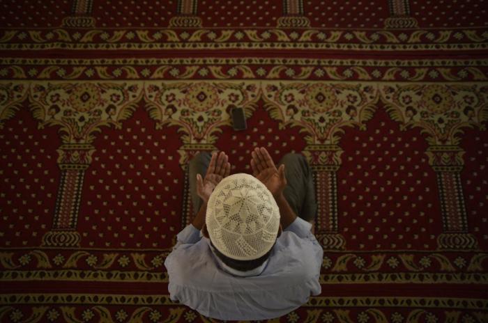 How long will Muslims around the world fast during Ramadan? -   iWONDER