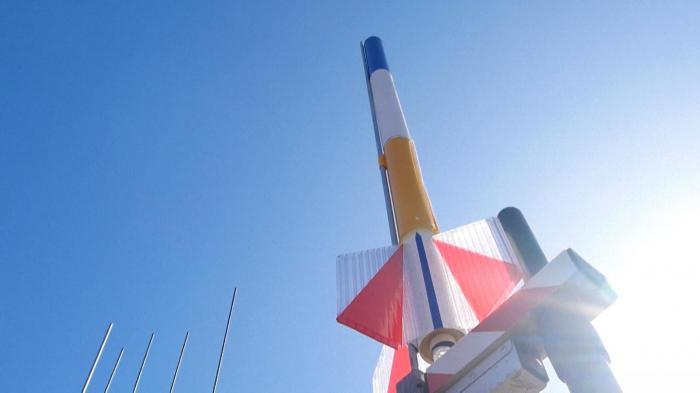 Russians launch miniature rockets to celebrate Yuri Gagarin -  NO COMMENT