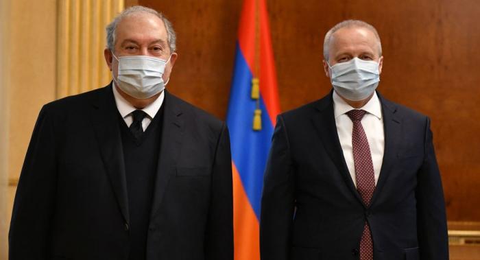 Sarkisyan Rusiya səfiri ilə görüşüb