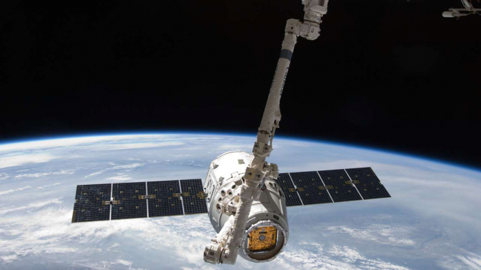 U.S. FCC approves SpaceX satellite deployment plan