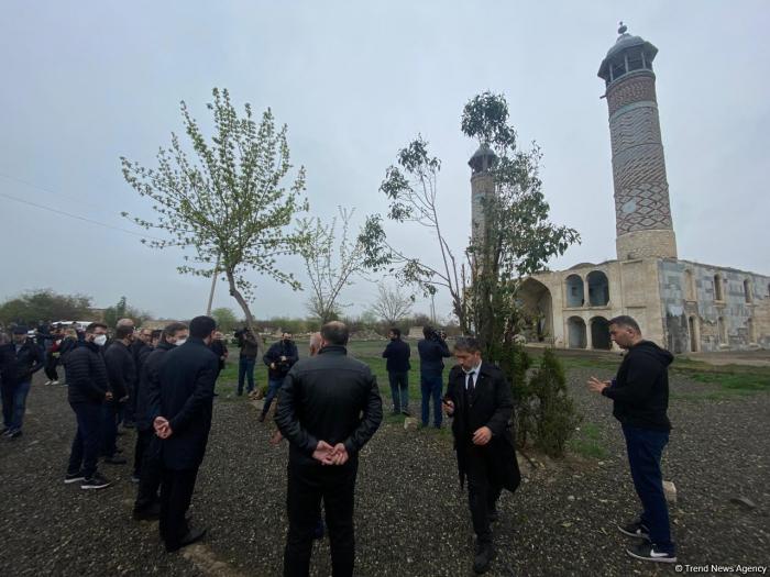 Des responsables du Conseil turc dans la mosquée de Djoumad