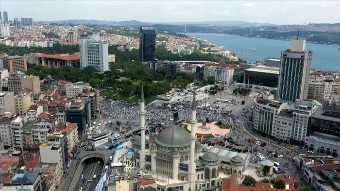 Turkey opens new mosque in popular Istanbul square