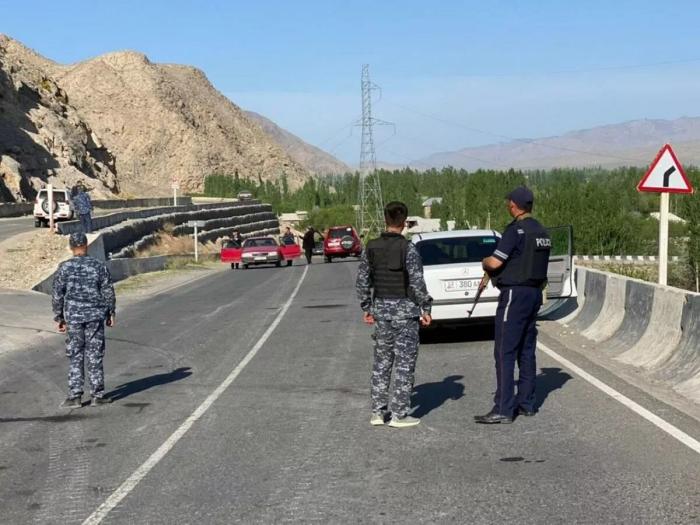 Kyrgyz border service records movement of military equipment on Tajik territory