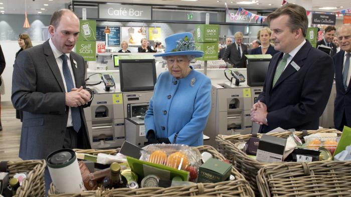 Revelan el ingenioso truco de los cocineros de Isabel II para evitar que la envenenen