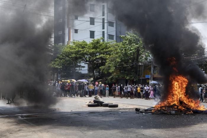 El golpe en Myanmar cumple cuatro meses sin que cedan las protestas ciudadanas