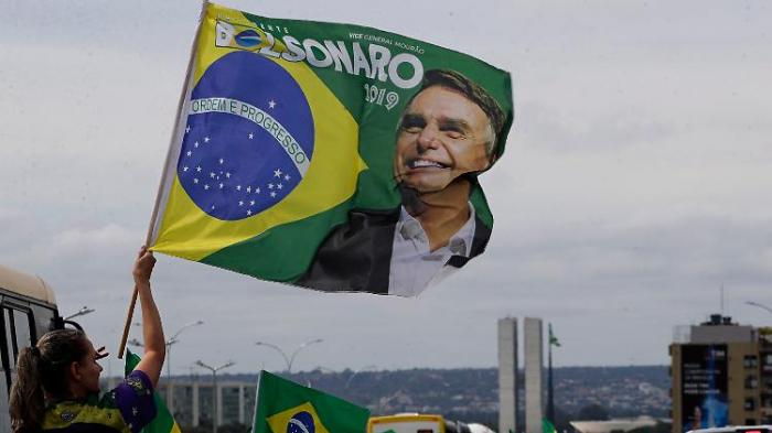 Tausende demonstrieren für Bolsonaro