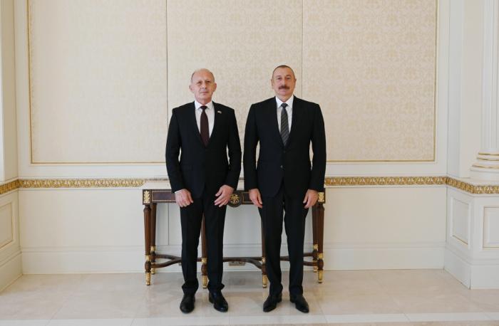 Le président azerbaïdjanais reçoit les lettres de créance du nouvel ambassadeur serbe -  PHOTO, Mise à jour