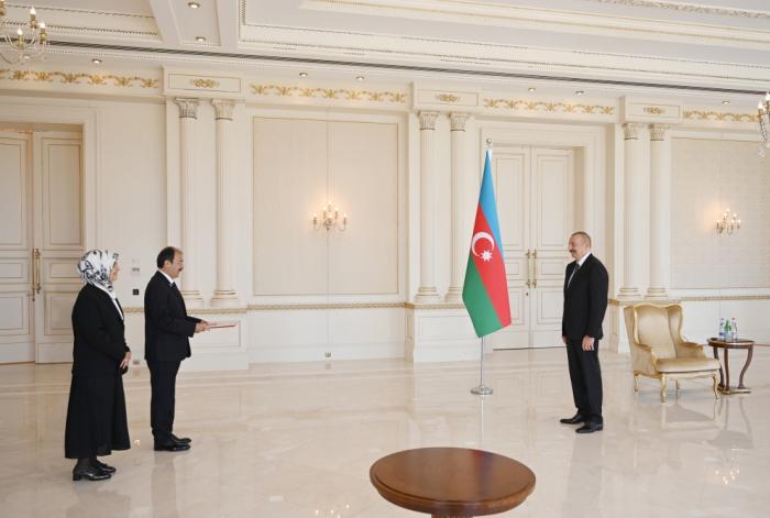 Präsident Aliyev erhält Beglaubigungsschreibendes ankommenden türkischen Botschafters