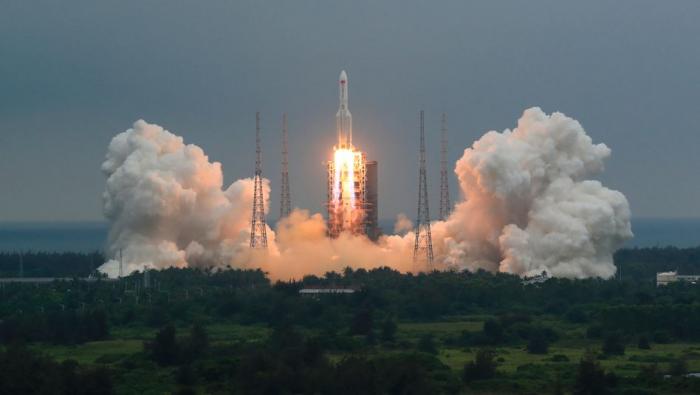 21-Tonnen-Raketenteil stürzt zur Erde – Aufprallort unbekannt
