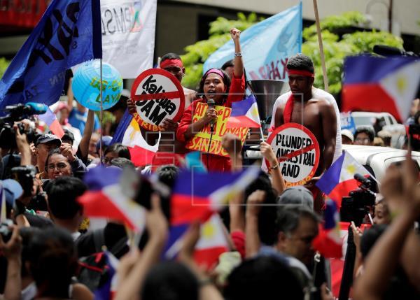 El presidente de Filipinas dice que China es su benefactor pese al conflicto territorial
