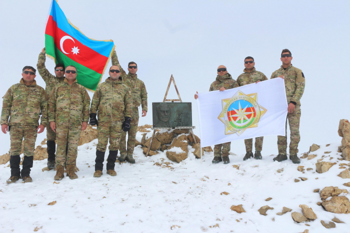 """Los empleados del Servicio Estatal de Seguridad de Azerbaiyán organizan una marcha hacia el """"Pico Heydar"""" - FOTOS"""