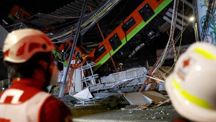 Aumenta a 23 el número de muertos en desplome de un puente del metro en Ciudad de México