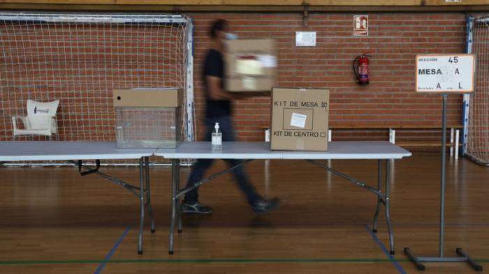 Los madrileños acuden a las urnas tras dos semanas de ruido y furia