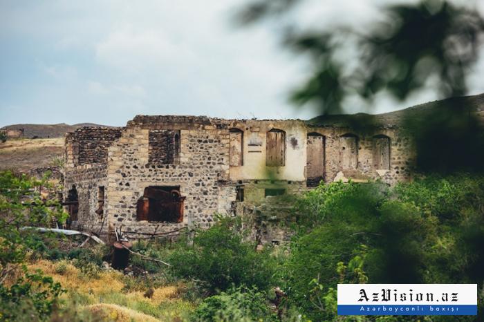 Village deMammadbeyli détruit par des Arméniens  en IMAGES